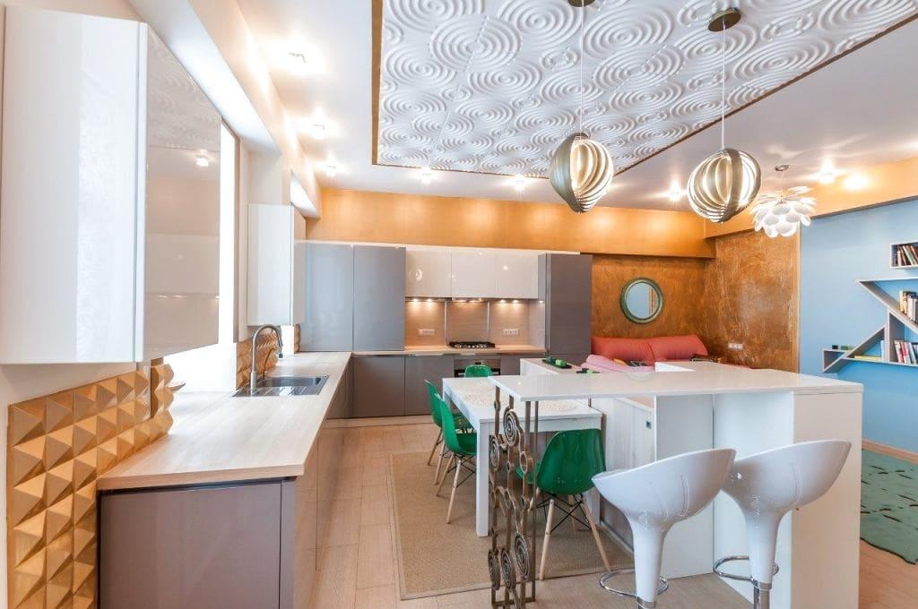 Чим можна прикрасити інтер'єр кухні?